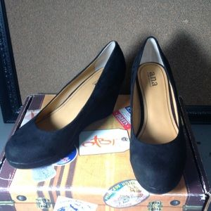 a.n.a. a new approach black wedge pumps. Size9-1/2